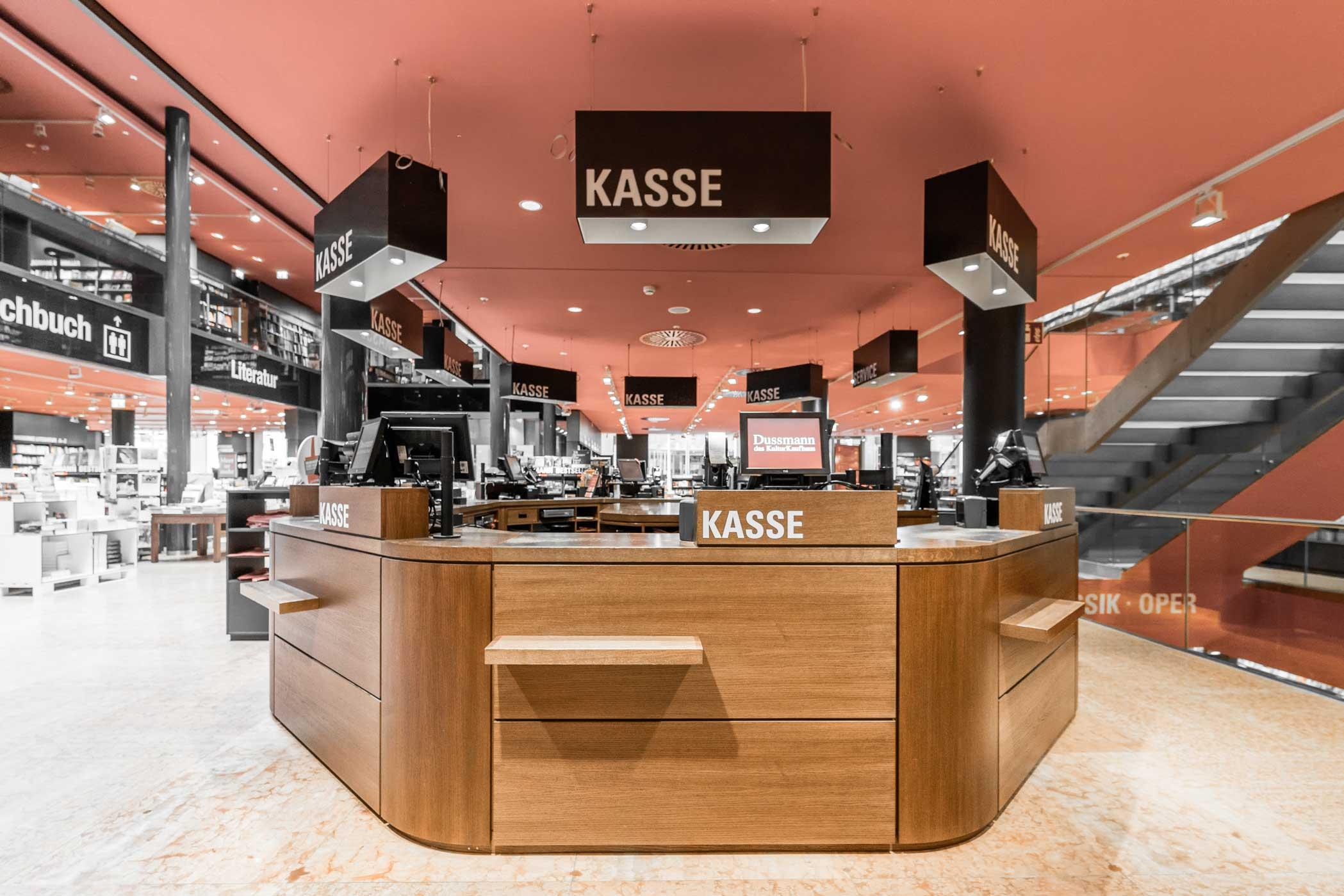 STUDIOKUBIK-architektur-architecture-berlin-interior- Kulturkaufhaus-Dussmann-Kassentresen-1
